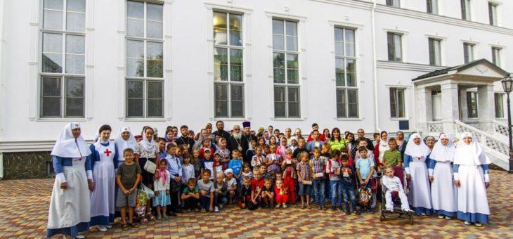 Митрополит Агафангел встретился с многодетными семьями г. Одессы и семьями переселенцев из Донбасса