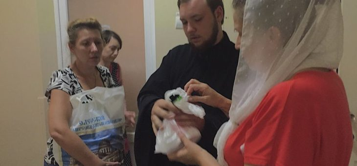 Сотрудники епархиального отдела по благотворительности и социальному служению оказали адресную помощь семье пребывающей в Одесском областном клиническом медицинском центре