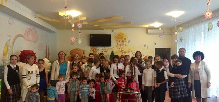 Молодежный актив социального отдела Одесской епархии совместно с учащимися Одесской гимназии №4 посетили Специализированный психоневрологический дом ребенка «Солнышко»