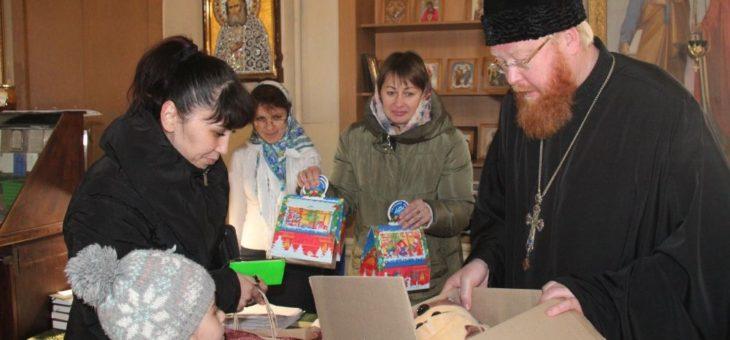 По благословению митрополита Агафангела была проведена последняя в этом году благотворительная акция по оказанию гуманитарной помощи