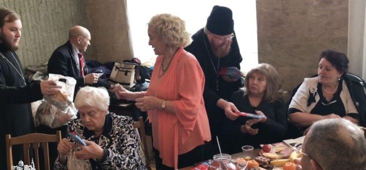 Сотрудники социального отдела Одесской епархии поздравили ветеранов Великой Отечественной войны с наступающим Новым годом и Рождеством Христовым