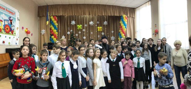 Сотрудники отдела по благотворительности и социальному служению Одесской епархии совместно с учащимися 5-8 классов одесской гимназии №8 посетили Специальную общеобразовательную школу-интернат №93 для слабовидящих детей города Одессы