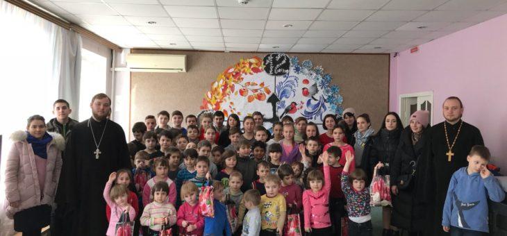 Клирики и молодежь Одесской епархии посетили подопечных КУ «Городской приют для детей №1»