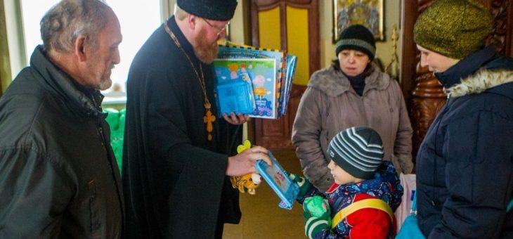 По благословению митрополита Агафангела в Координационном центре Одесской епархии по оказанию гуманитарной помощи более 250 нуждающихся получили продуктовые наборы и материальную помощь (Видео)