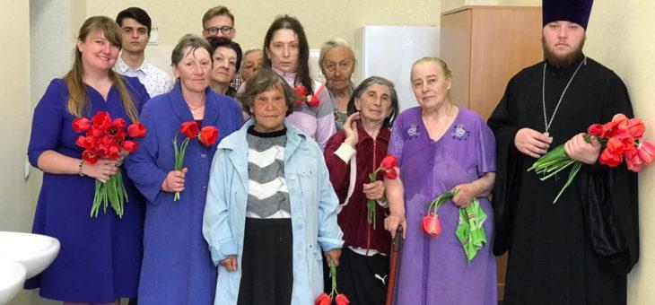 Молодежный актив социального отдела Одесской епархии поздравил с праздником жён-мироносиц подопечных Одесского городского центра реинтеграции лиц без определенного места проживания