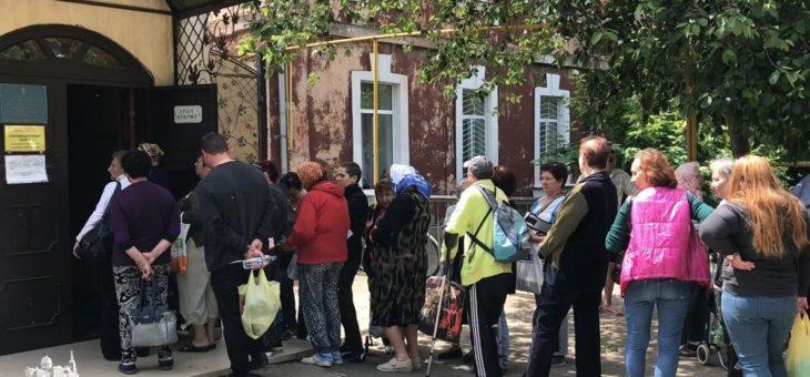 По благословению митрополита Агафангела прошла очередная благотворительная акция по оказанию помощи нуждающимся одесситам и беженцам из восточных областей Украины