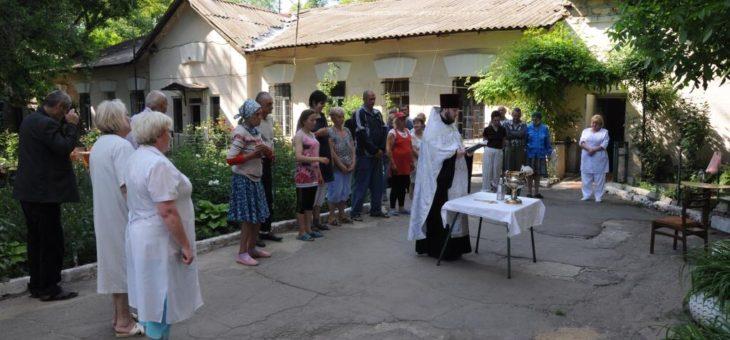 Сотрудники епархиального отдела по благотворительности и социальному служению посетили отделение №17 Одесской психиатрической больницы