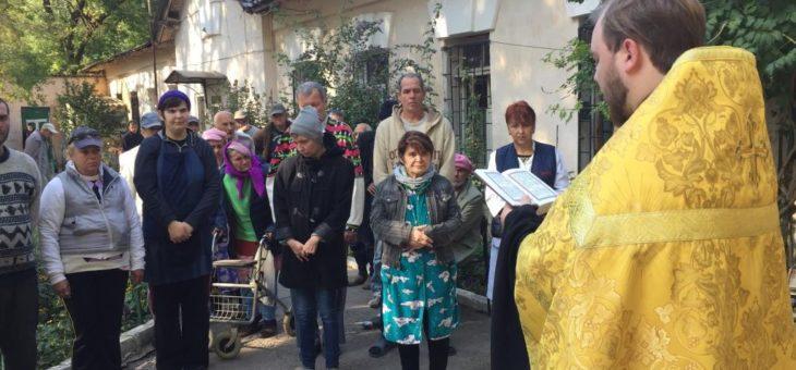 Сотрудники социального отдела Одесской епархии совместно со студентами Одесской духовной семинарии посетили противотуберкулезное отделение №17 Одесской областной клинической психиатрической больницы