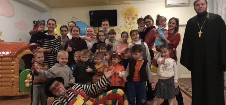 Молодежный актив социального отдела посетил юных подопечных Дома ребенка «Солнышко»
