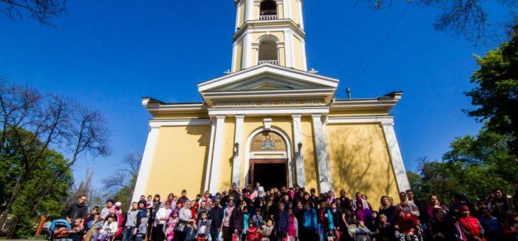 Митрополит Агафангел поздравил с праздником Воскресения Христова более трехсот многодетных семей одесситов и вынужденных переселенцев с Востока Украины
