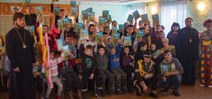 В международный день инвалида сотрудники социального отдела Одесской епархии посетили учебно-воспитательные учреждения для детей с недостатками слуха Одессы и области